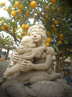 彫塑 炎と楽園のアート 飛んでるベイビー 素焼き前の状態 美術家 立花雪 YukiTachibana