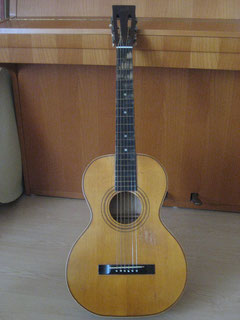 Typical OS Stella with spruce top, birch back and sides and  a poplar neck. Red-white purfling and a fingerboard made from dyed wood