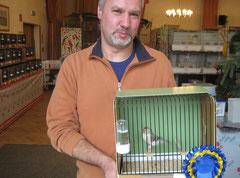 Kollege Stamminger mit seinen Siegervogel Polarbirkenhänfling
