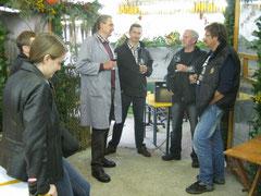 Meister Michalitsch im Fachgespräch mit Kollegen und Preisrichter Wallner C.