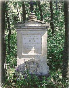 Der Gedenkstein (Preußenfriedhof) im Himmelreich: Choleratote aus dem Jahre 1866 liegen hier begraben.