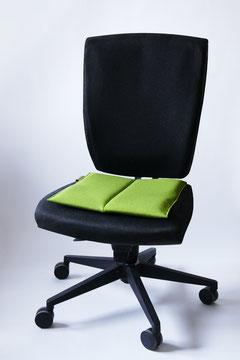 das ergonomische Sitzkissen Bürostuhl Pad auf schwarzem Stuhl