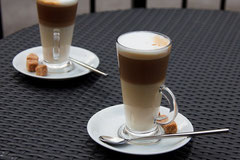 Nach einem schönen Essen empfiehlt sich ein guter Kaffee, Espresso oder...? - pixabay.com