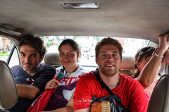 Gemeinsame Fahrt mit dem Taxi zum Hafen in Bangkok, wo hoffentlich unsere Motorräder wohlbehalten angekommen sind.
