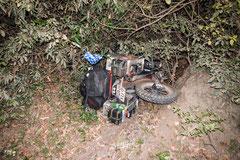 So parkt man sein Motorrad fachgerecht in Laos - Zumindest nach Bea´s Meinung