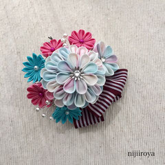 つまみ細工 髪飾り パステルカラーの花束