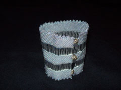 Bracelet tissé avec perles bugle