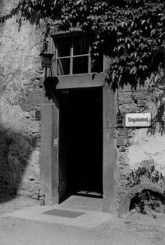 Der Eingang zum Singalumnat