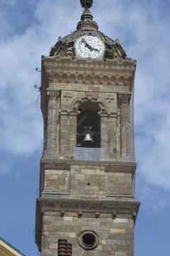 église San Miguel...nous voici sur la plaza del Machete: une niche ouverte au chevet de l'église San Miguel contenait autrefois le coutelas sur lequel le procureur général jurait de défendre les libertés de la ville
