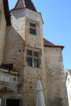 maison de Jeanne d'Albret puis grimpette de la rue Moncade en plein soleil