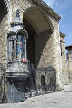 la Virgen Blanca, patronne de la ville depuis le XIXe siècle