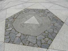一番の目的 鞍馬寺の金剛床でパワーチャージ
