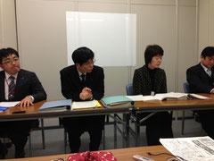 回答者の九州電力地域共生本部エネルギー広報グループ長と課長ら