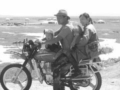 Tour de steppe a moto en famille