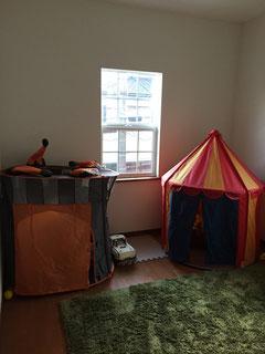 子供部屋。窓は外国の樹脂窓を購入して大工さんに付けてもらいました。