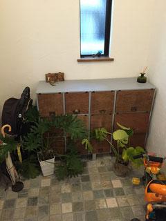 玄関。下駄箱も奥さんの手作り作品です!