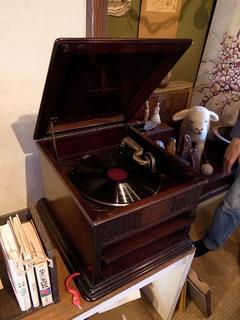 現役の蓄音機です!