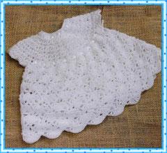 Вязанное платьице для  малютки