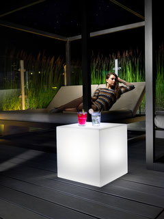 Lyxo Würfel mir LED  aus polyethylen für hotel gastro restaurant bar