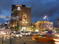 明洞駅と南大門中間地点。韓国着いたばかりで、まずはホテルの周りを探索するだけ。