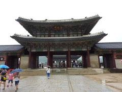 景福宮(キョンポックン)。朝鮮王朝時代の宮殿。ものすごい広い敷地、美しくて見事な建物ばかり。