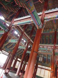 宮殿の美しさとその手の掛けよう、どこもみな同じなんだなあと実感。色彩が本当に美しい。