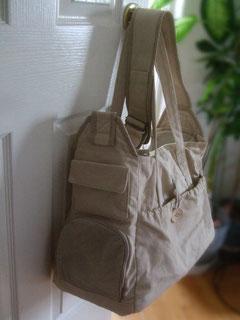 丈夫な布を使用した結果、バッグ自体が重くなってしまいました。