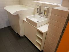 Badezimmerschrank mit Wickeltisch