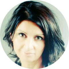 Profilbild von Ute Lichtenberger Frau mit dunklen schulterlangen Haaren und großen braunen Rehaugen