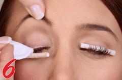 Rolle ab und Ihre Wimpern bleiben 6-8 Wochen traumhaft schön geschwungen. Tipp !!   Lassen Sie sich gleich nach der Wimpernwelle KLASSIK auch die Wimpern färben. So kommt Ihre neuer WIMPERNWELLE  sehr viel stärker zu Geltung!