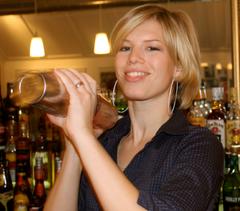 Frau mit Shaker