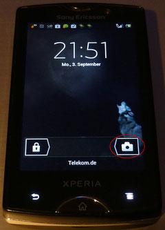 Screensaver Android 4.0.4 - sofort erkennbar (siehe roter Kringel): die Kamera kann direkt aufgerufen werden und muss nicht über die Oberfläche gestartet werden