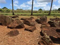 ハワイ オアフ島 パワースポット クカニロコバースストーン 赤土 王族女性達が出産をした赤い岩 神聖な岩