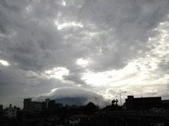 今朝の午前7時頃の「桜島」です