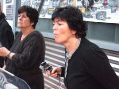 Frauen-power an der Modellrennbahn. Foto Rainer Sturm