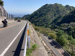 標高約800mの峠越えルート。これは三重県側