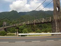 桃介橋の下をくぐって、R19をさらに進む