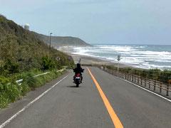 切り通しを抜けると、目の前に太平洋が・・・