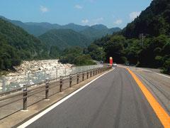 木曽川沿いに続くR19。水面や緑が美しい