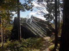 駐車場から物見岩まで歩いてすぐの距離