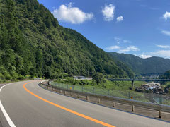 飛騨川の景観を眺めながらR41で北上