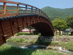 樹齢300年を超す木曽ヒノキで作られた橋