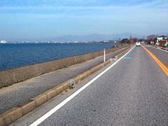 湖岸道路を北上。琵琶湖のある風景が新鮮