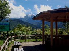 大平展望台から標高3,067mの御嶽山を見る