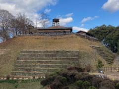 標高301mの真弓山に建てられた足助城