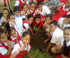 トンガタプ島のロンゴロンゴ国立小学校にて