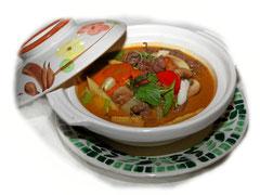Gebratenes Rindfleisch mit rotem Curry in Kokusmilch - aus Thailand