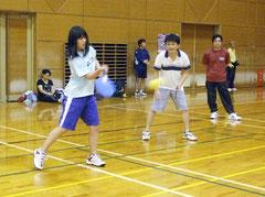 初の北海道・八重山テニポン交流大会でメンバーがさわやかな汗を流した。