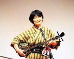 関西とぅばらーま大会で優勝した森井由美さん=16日、大阪・鶴見区民ホール