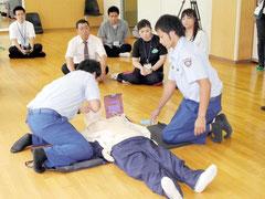 AED使用方法を学ぶ、教職員=石垣中
